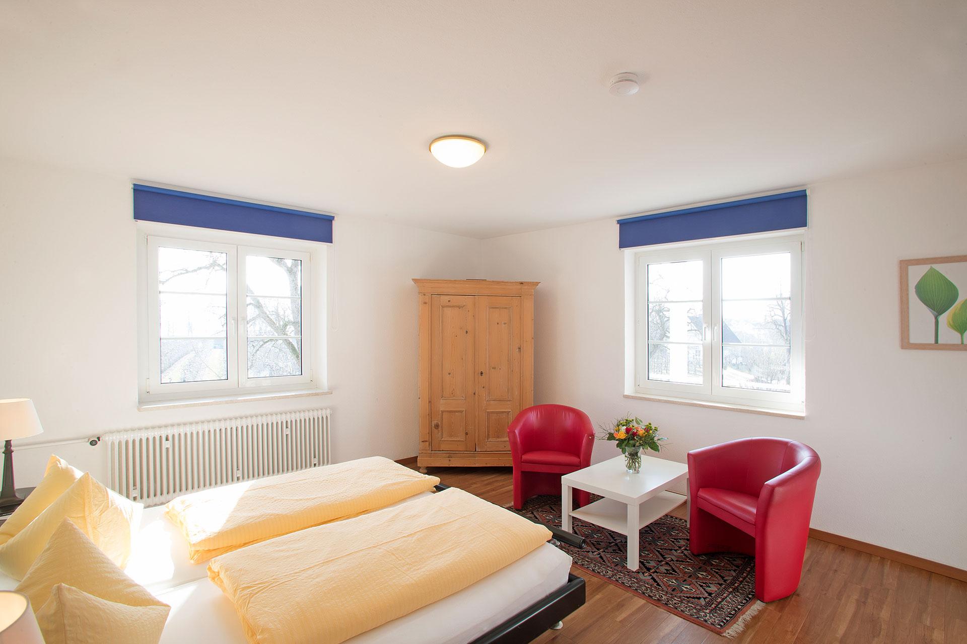 bodensee 60 qm ferienwohnungen z rn wasserburg bodensee. Black Bedroom Furniture Sets. Home Design Ideas